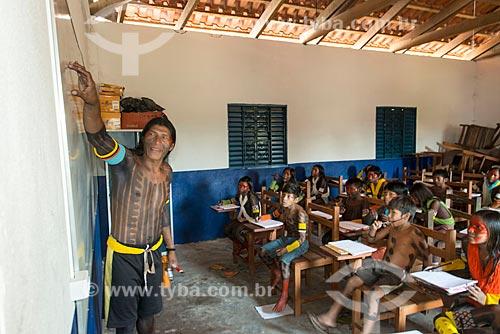 Alunos da Escola Municipal de Ensino Fundamental Indígena Kubenhika-ti na Aldeia Moikarakô - Terra Indígena Kayapó  - São Félix do Xingu - Pará (PA) - Brasil