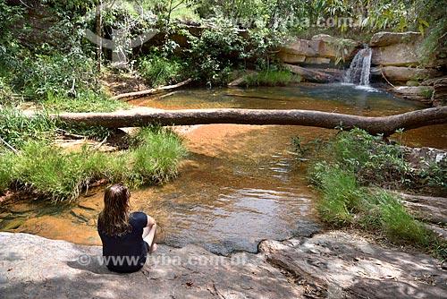 Turista no Santuário Ecológico Raizama - Fazenda Espaço Infinito no entorno do Parque Nacional da Chapada dos Veadeiros  - Alto Paraíso de Goiás - Goiás (GO) - Brasil