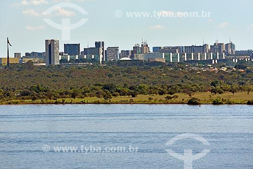 Vista do Lago Paranoá a partir do Parque Ecológico Dom Bosco com o Congresso Nacional ao fundo  - Brasília - Distrito Federal (DF) - Brasil