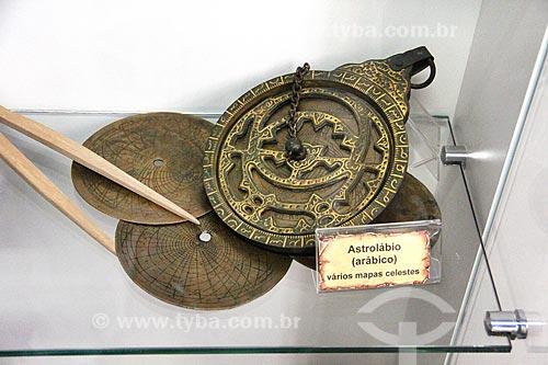 Astrolábio - antigo instrumento de navegação que usa a posição dos astros no céu para orientação - em exibição na Casa da Memória  - Vila Velha - Espírito Santo (ES) - Brasil