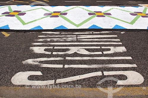 Tapetes para a procissão de Corpus Christi na Avenida Jair de Andrade  - Vila Velha - Espírito Santo (ES) - Brasil