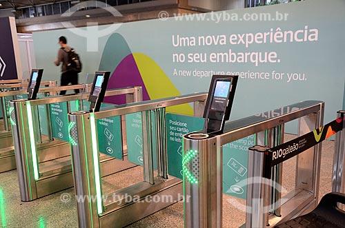 Catraca para a acesso à área de embarque - novo método de embarque - no Aeroporto Internacional Antônio Carlos Jobim  - Rio de Janeiro - Rio de Janeiro (RJ) - Brasil