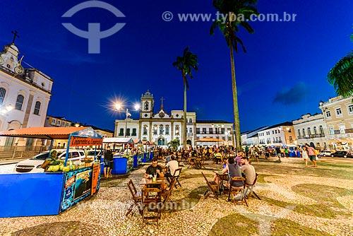 Barracas de comidas típicas no Terreiro de Jesus com a Igreja da Ordem Terceira de São Domingos ao fundo  - Salvador - Bahia (BA) - Brasil