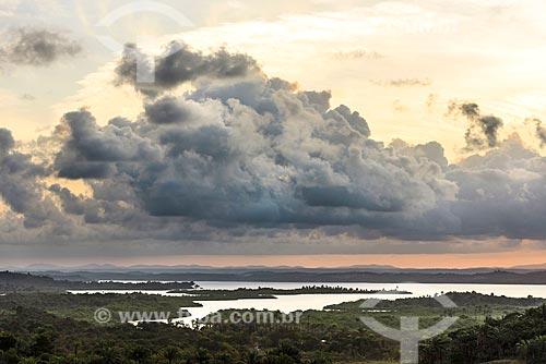 Vista do pôr do sol na orla de maraú a partir do Farol de Taipu  - Maraú - Bahia (BA) - Brasil
