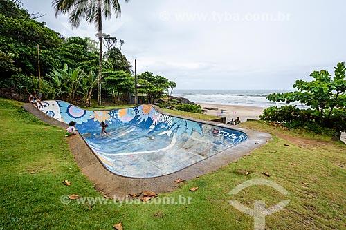 Pista de skate com a Praia da Tiririca ao fundo  - Itacaré - Bahia (BA) - Brasil