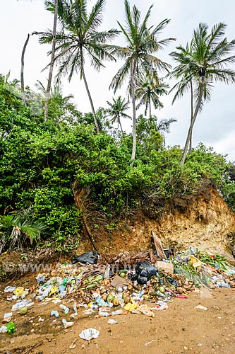 Lixo próximo à Praia do Costa  - Itacaré - Bahia (BA) - Brasil