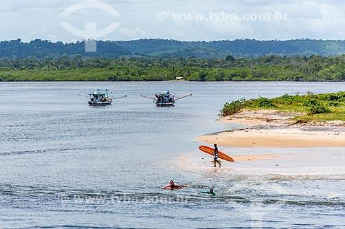 Surfistas na orla da Ponta do Xaréu  - Itacaré - Bahia (BA) - Brasil