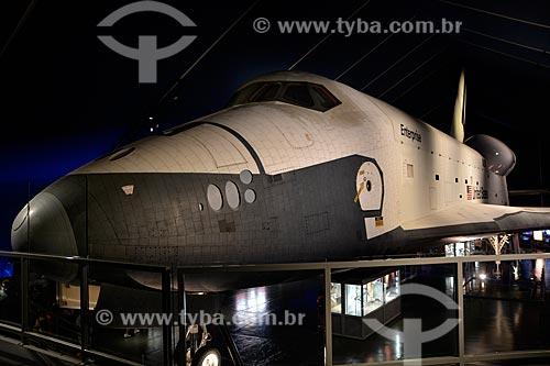 Ônibus espacial Enterprise no pavilhão do ônibus espacial - porta-aviões da Segunda Guerra Mundial USS Intrepid - Museu Intrepid (1982)  - Cidade de Nova Iorque - Nova Iorque - Estados Unidos