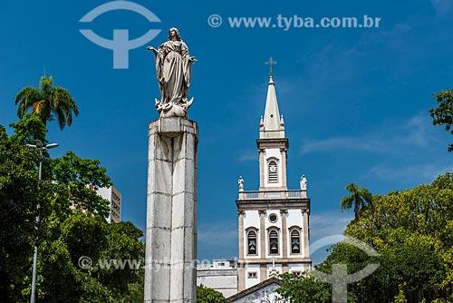Vista geral do Largo do Machado com o Igreja Matriz de Nossa Senhora da Glória (1872) ao fundo  - Rio de Janeiro - Rio de Janeiro (RJ) - Brasil