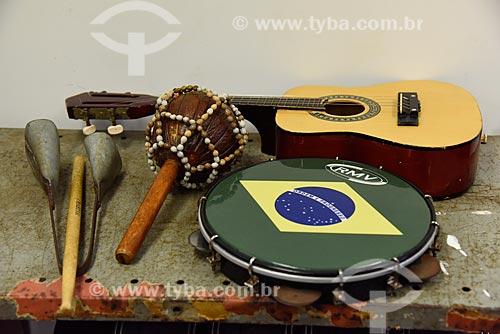 Instrumentos musicais na sede do Grupo Cultural Jongo da Serrinha  - Rio de Janeiro - Rio de Janeiro (RJ) - Brasil