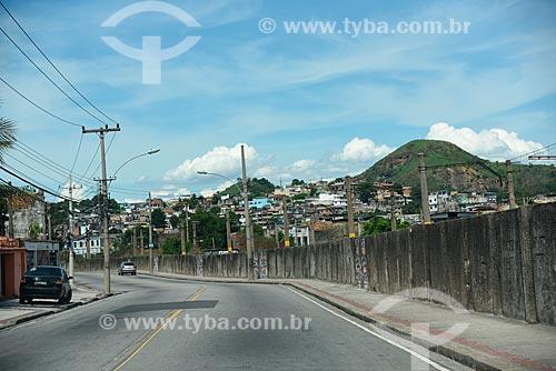 Vista da Rua Enaldo dos Santos Araújo com a ferrovia à direita  - Rio de Janeiro - Rio de Janeiro (RJ) - Brasil