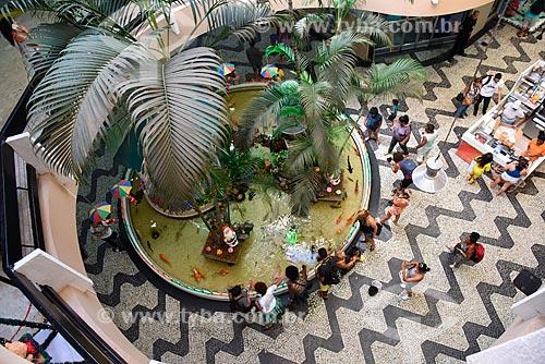 Vista de cima de lago artificial no interior do Shopping São Luíz - também conhecido como Shopping dos Peixinhos  - Rio de Janeiro - Rio de Janeiro (RJ) - Brasil