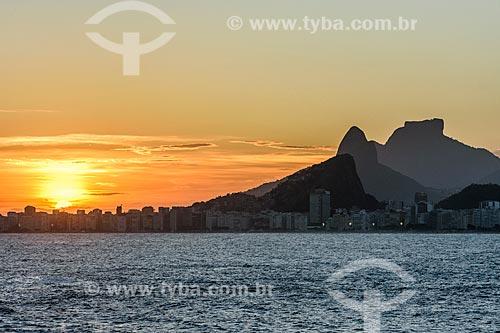Vista do Morro Dois Irmãos e Pedra da Gávea a partir da Ilha de Cotunduba durante o pôr do sol  - Rio de Janeiro - Rio de Janeiro (RJ) - Brasil
