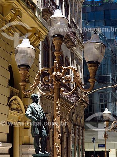 Estátua do Barão de Mauá em frente à Associação Comercial do Rio de Janeiro  - Rio de Janeiro - Rio de Janeiro (RJ) - Brasil