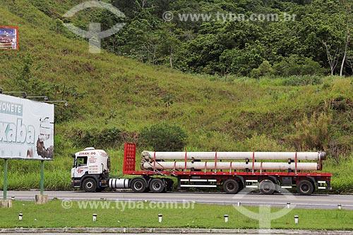 Caminhão na Rodovia Governador Mário Covas (BR-101), também conhecida como rodovia Rio-Santos  - Mangaratiba - Rio de Janeiro (RJ) - Brasil
