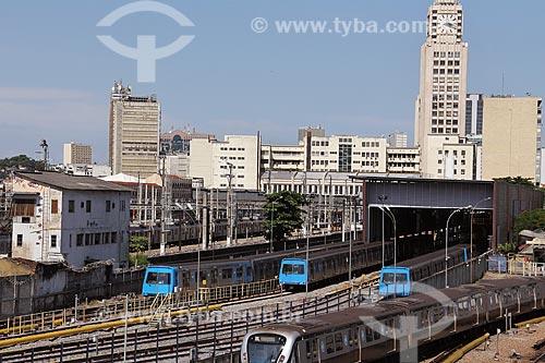Trens do metrô com a estação Central do Brasil ao fundo  - Rio de Janeiro - Rio de Janeiro (RJ) - Brasil