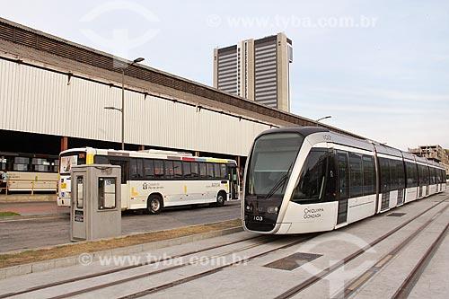 Veículo leve sobre trilhos ao lado do Terminal Rodoviário Padre Henrique Otte  - Rio de Janeiro - Rio de Janeiro (RJ) - Brasil