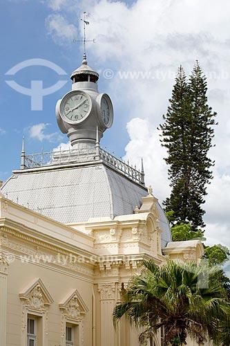 Detalhe do relógio no Balneário Centro Hidroterápico no Parque Dr. Lisandro Carneiro Guimarães (Parque das Águas de Caxambu)  - Caxambu - Minas Gerais (MG) - Brasil