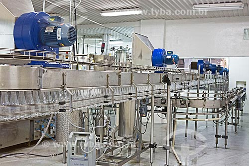 Interior da indústria de envasamento da Água Caxambu no Parque Dr. Lisandro Carneiro Guimarães (Parque das Águas de Caxambu)  - Caxambu - Minas Gerais (MG) - Brasil