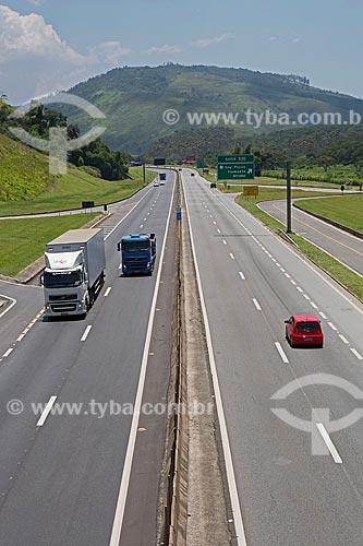 Tráfego no km 330 da Rodovia Presidente Dutra (BR-116) próximo à Engenheiro Passos  - Resende - Rio de Janeiro (RJ) - Brasil