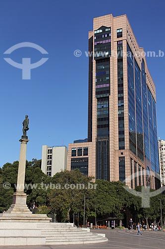 Vista do Monumento à Visconde de Mauá na Praça Mauá com o Centro Empresarial RB1 ao fundo  - Rio de Janeiro - Rio de Janeiro (RJ) - Brasil