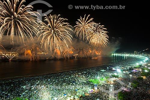 Fogos de artifício na Praia de Copacabana durante o réveillon 2017  - Rio de Janeiro - Rio de Janeiro (RJ) - Brasil