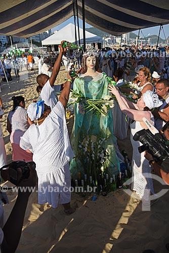 Lavagem da Imagem de Yemanjá na Praia de Copacabana durante a Festa de Yemanjá  - Rio de Janeiro - Rio de Janeiro (RJ) - Brasil