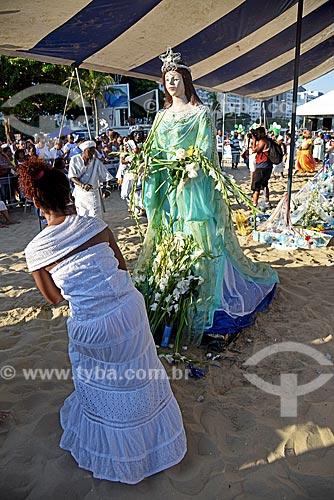 Imagem de Yemanjá na Praia de Copacabana durante a Festa de Yemanjá  - Rio de Janeiro - Rio de Janeiro (RJ) - Brasil