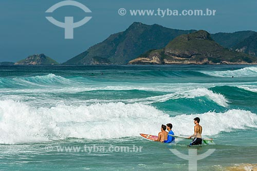Surfistas na Praia da Reserva  - Rio de Janeiro - Rio de Janeiro (RJ) - Brasil