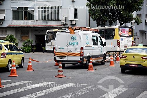 Funcionários da Light Serviços de Eletricidade S.A - concessionária de serviços de transmissão de energia - consertando a rede elétrica  - Rio de Janeiro - Rio de Janeiro (RJ) - Brasil