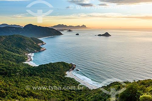 Vista da Praia do Meio, Praia Funda, Praia do Inferno e Praia de Grumari a partir da Pedra do Telégrafo no Morro de Guaratiba durante o amanhecer  - Rio de Janeiro - Rio de Janeiro (RJ) - Brasil