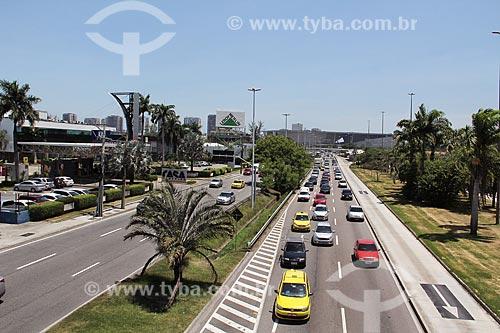 Vista da Avenida Ayrton Senna com o Casa Shopping e Leroy Merlin - à esquerda  - Rio de Janeiro - Rio de Janeiro (RJ) - Brasil