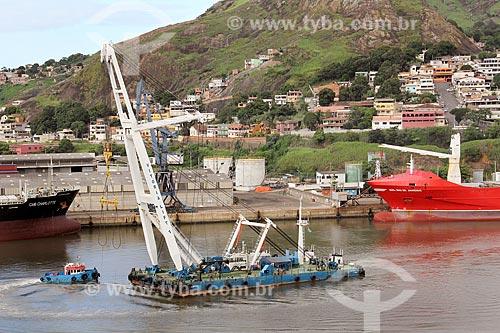Rebocador Vitoria Lift no Rio Santa Maria próximo ao Terminal Paul  - Vila Velha - Espírito Santo (ES) - Brasil
