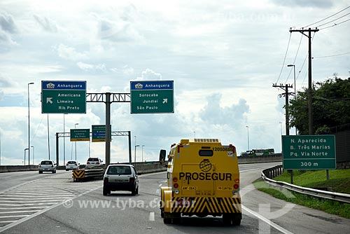 Detalhe de carro-forte na Rodovia Dom Pedro I (SP-065)  - Campinas - São Paulo (SP) - Brasil
