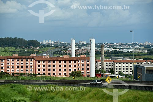 Vista de condomínio residencial a partir da Rodovia Dom Pedro I (SP-065)  - Campinas - São Paulo (SP) - Brasil