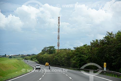 Antena de celular às margens da Rodovia dos Bandeirantes (SP-348)  - Campinas - São Paulo (SP) - Brasil