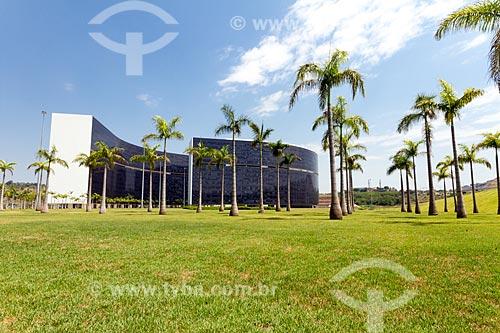 Fachada do prédio Minas e Prédio Gerais - sede das Secretarias do Governo do Estado - na Cidade Administrativa Presidente Tancredo Neves (2010)  - Belo Horizonte - Minas Gerais (MG) - Brasil