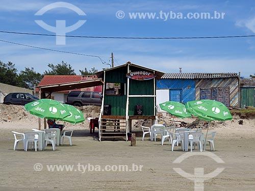 Quiosque na orla da praia da cidade de Cidreira  - Cidreira - Rio Grande do Sul (RS) - Brasil