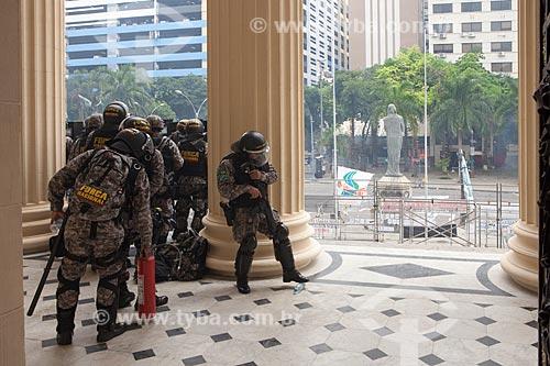 Policiais da Força Nacional de Segurança Pública abrigados na Assembléia Legislativa do Estado do Rio de Janeiro (ALERJ) durante manifestação  - Rio de Janeiro - Rio de Janeiro (RJ) - Brasil