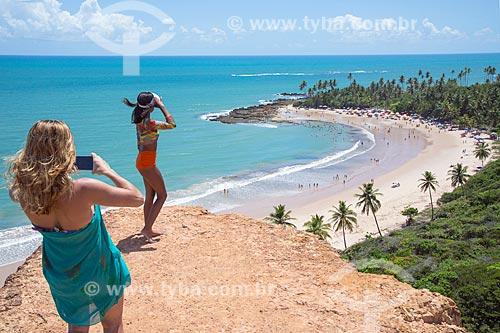 Mulheres no Mirante da Praia de Coqueirinhos  - Conde - Paraíba (PB) - Brasil
