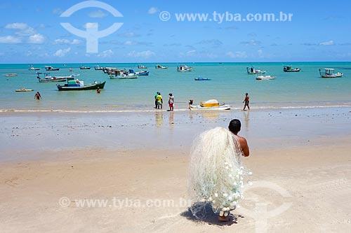 Pescador na orla da Praia de Tambaú  - João Pessoa - Paraíba (PB) - Brasil