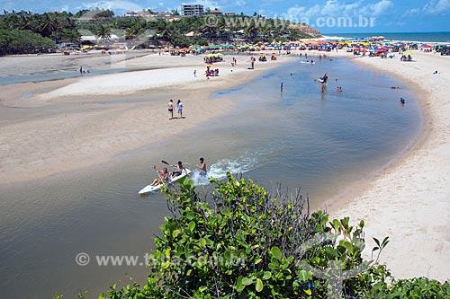 Banhistas na foz do Rio Macatu e Praia Bela  - Pitimbu - Paraíba (PB) - Brasil