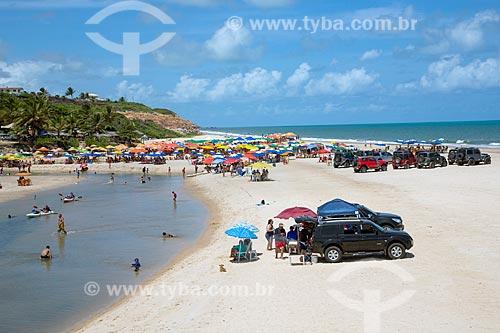 Carros estacionados na foz do Rio Macatu e Praia Bela  - Pitimbu - Paraíba (PB) - Brasil