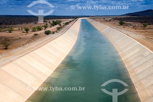 Canal do Projeto de Integração do Rio São Francisco com as bacias hidrográficas do Nordeste Setentrional com água  - Cabrobó - Pernambuco (PE) - Brasil