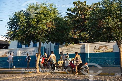 Alunos na entrada da Escola Estadual de Ensino Fundamental Dr Miguel Santa Cruz (1936)  - Monteiro - Paraíba (PB) - Brasil