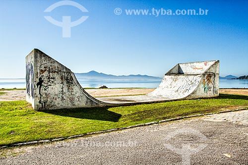 Pista de skate, halfpipe, próximo ao centro histórico de São José  - Sao Jose - Santa Catarina - Brazil