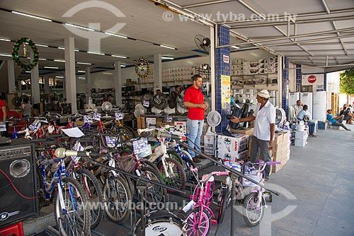 Loja de eletrodomésticos com mercadorias na calçada  - Cabrobó - Pernambuco (PE) - Brasil