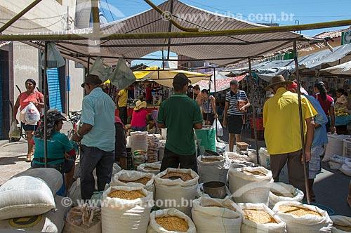 Farinha à venda na feira livre da cidade de Cabrobó  - Cabrobó - Pernambuco (PE) - Brasil