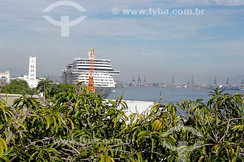 Vista de navio de cruzeiro no Píer Mauá a partir do mirante do Mosteiro de São Bento  - Rio de Janeiro - Rio de Janeiro (RJ) - Brasil