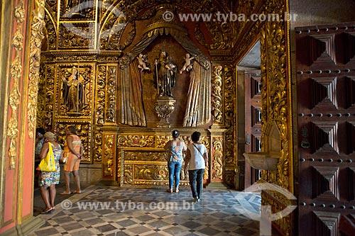 Detalhe da imagem religiosa na entrada da Igreja de Nossa Senhora do Monte Serrat (1671) no Mosteiro de São Bento  - Rio de Janeiro - Rio de Janeiro (RJ) - Brasil